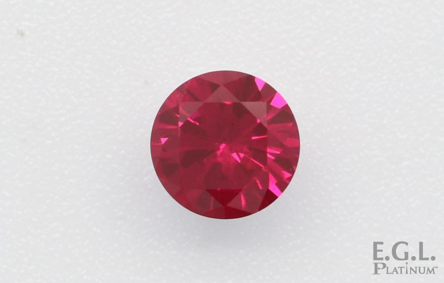 客戶送件的紅寶石,顏色帶紫但十分艷麗。